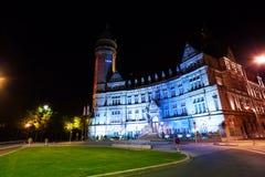 Banque y Caisse d'Epargne de l'Etat en la noche Foto de archivo