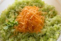 banquet морковь капусты тарелка сфокусировала один салат ресторана Стоковые Изображения RF