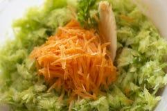 banquet морковь капусты тарелка сфокусировала один салат ресторана Стоковые Изображения