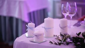 Banquet decorated table, with cutlery. Wedding decor in the banquet hall. Serving of a festive table, plate, napkin. Knife, fork. Table setting decoration stock video