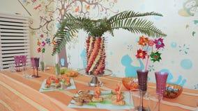 Banquet para a festa de anos das crianças vídeos de arquivo