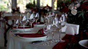 Banquet tabelas servidas do casamento esperam convidados vídeos de arquivo