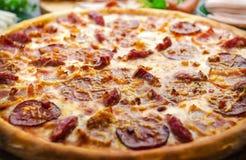 Banquete de la carne de la pizza Imagen de archivo libre de regalías