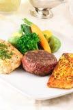 Banquete de la carne de vaca, de los pescados y del pollo Imagen de archivo