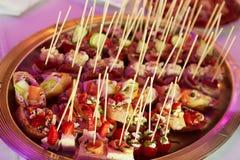 Banquete maravillosamente adornado del abastecimiento Fotos de archivo libres de regalías