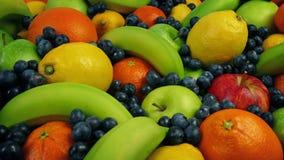 Banquete sabroso de la fruta almacen de metraje de vídeo