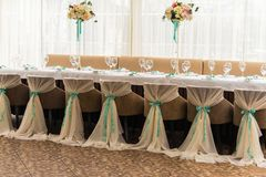 banqueting αίθουσα απομονωμένο ανασκόπηση εξυπηρετώντας επιτραπέζιο λευκό Στοκ φωτογραφία με δικαίωμα ελεύθερης χρήσης