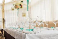banqueting αίθουσα απομονωμένο ανασκόπηση εξυπηρετώντας επιτραπέζιο λευκό Στοκ Φωτογραφία