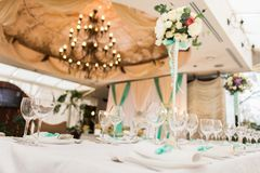 banqueting αίθουσα απομονωμένο ανασκόπηση εξυπηρετώντας επιτραπέζιο λευκό Στοκ Εικόνες