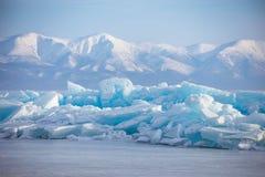 Banquisa de gelo esmeralda no fundo das montanhas Imagens de Stock