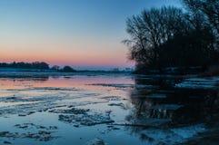 Banquisas de gelo no rio alemão elbe em Geesthacht, perto de Hamburgo Imagem de Stock Royalty Free