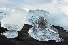 Banquises en mer, et plage dans le ³ n, Islande de rlà de ¡ de Jökulsà images stock