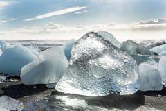 Banquises en mer, et plage dans le ³ n, Islande de rlà de ¡ de Jökulsà photo libre de droits