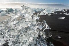 Banquises en mer, et plage dans le ³ n, Islande de rlà de ¡ de Jökulsà photographie stock