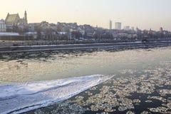 Banquises flottant sur la rivière Images stock