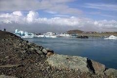 Banquises sur la lagune de glacier de jokullsarlon de lac Photographie stock libre de droits