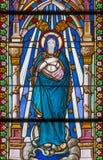 Banska Bela - de Onbevlekte Ontvangenis op de ruit van St John de Evangelistkerk van eind van 19 cent royalty-vrije stock foto's