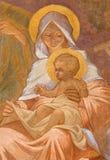 Banska Bela - fresco de la familia santa en St John la iglesia del evangelista como el detalle de la adoración de la escena de lo Imagen de archivo