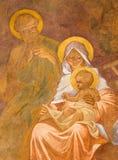 Banska Bela - freskomålning av den heliga familjen i St John evangelistkyrkan av Jan Antal (1905) som detaljen av tillbedjan av s Royaltyfria Foton