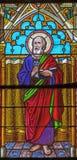 Banska Bela - St Peter de Apostel op de ruit van St John de Evangelistkerk van eind van 19 cent royalty-vrije stock fotografie