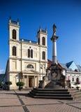 Banska Bystrica -主要老正方形- ST 弗朗西斯教会 库存图片