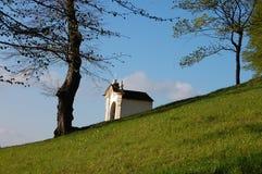 Banska Stiavnica斯洛伐克旅行荐骨的大厦受难象  免版税库存照片