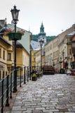 Banska Stiavnica,斯洛伐克古镇的街道  免版税库存照片