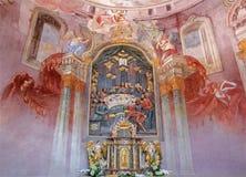 Banska Stiavnica - νωπογραφία και βωμός στη χαμηλότερη εκκλησία μπαρόκ calvary από το Anton Schmidt από τα έτη 1745 Στοκ Εικόνες
