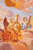 Banska Stiavnica - νωπογραφία στο θόλο στην εκκλησία μπαρόκ calvary από το Anton Schmidt από τα έτη 1745 Άγγελοι με το INS μουσικ Στοκ φωτογραφίες με δικαίωμα ελεύθερης χρήσης