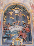 Banska Stiavnica - высекаенный polychrome сброс тайной вечери и алтара в более низкой церков Голгофы от 18 цент неизвестным худож Стоковые Изображения
