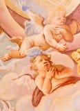 Banska Stiavnica -天使细节在壁画的在圆屋顶在巴洛克式的受难象中间教会里安东施密特 库存照片
