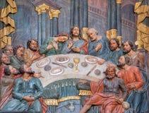 Banska Stiavnica -最后的晚餐被雕刻的多彩安心在从18的更低的受难象教会里 分 由未知的艺术家 免版税库存照片