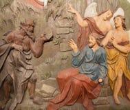 Banska Stiavnica -耶稣的诱惑被雕刻的安心沙漠的作为巴洛克式的受难象的部分 免版税图库摄影