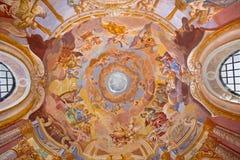 Banska Stiavnica - affresco sulla cupola in calvario barrocco da Anton Schmidt a partire dagli anni 1745 Angeli con gli strumenti fotografie stock libere da diritti