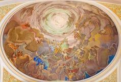 Banska Stiavnica - el fresco de Cristo en la gloria de la escena del cielo en la cúpula de la iglesia parroquial a partir del 18  Fotos de archivo libres de regalías