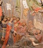 Banska Stiavnica - Gesù è condannato a sollievo scolpito morte come la parte del calvario barrocco a partire dagli anni 1744 - 17 immagine stock