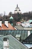 Banska Stiavnica historisk cityscape med den nya slotten, slovakiskt beträffande Fotografering för Bildbyråer
