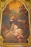 Banska Stiavnica - la pintura del santo Ignace por J g d Grasmair (1729) en el altar lateral de la iglesia parroquial Foto de archivo