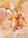 Banska Stiavnica - le détail du fresque sur la coupole dans l'église moyenne du calvaire baroque Ange avec les instruments de mus Image stock