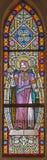 BANSKA STIAVNICA, SLOVAKIEN - FEBRUARI 5, 2015: Den St Stephen konungen av Ungern på fönsterrutan i kyrka för st Elizabeth från 1 royaltyfria foton