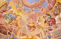 BANSKA STIAVNICA, SLOVAKIEN - FEBRUARI 20, 2015: Detaljen av freskomålningen på kupolen i den mellersta kyrkan av den barocka cal arkivbilder