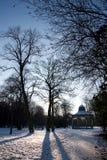 Banstand в урбанском парке в зиме Стоковые Фото