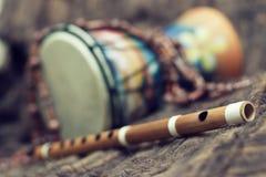 Bansuri e tamburo Fotografia Stock