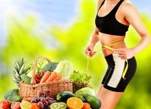 banta Allsidig kost som baseras på rå organiska grönsaker royaltyfria foton
