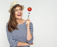 Banta begreppsståenden med kvinnan och den delade tomaten Arkivfoton