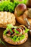 Banta bröd med pate fotografering för bildbyråer