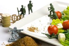 Banta och väga förlust kriger med sund mat Arkivfoton