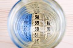 Banta på ett standart rent vatten ger 90, 60, 90 Arkivbilder