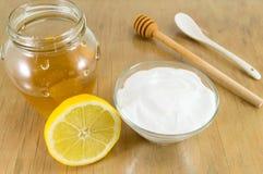 Banta receptet: natriumbikarbonat, citron och honung royaltyfri foto