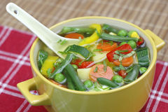 banta soupgrönsaken Arkivfoton